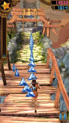 Преодолевайте препятствия вокруг храма в Spirit Run